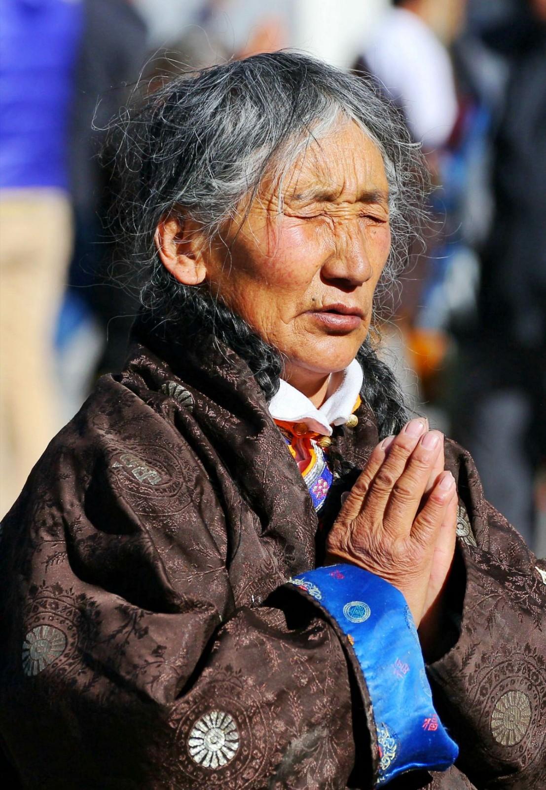 虔诚的祈祷---彭妙群.jpg
