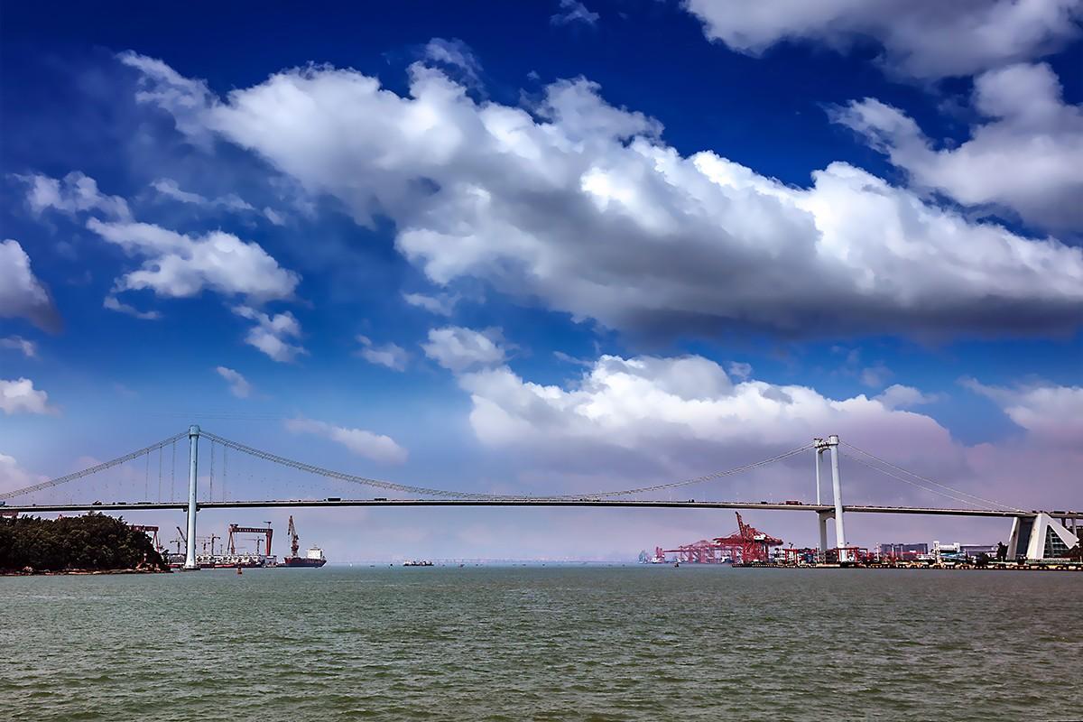 作者:潘功书     《厦门海沧大桥》                                                                             2.jpg