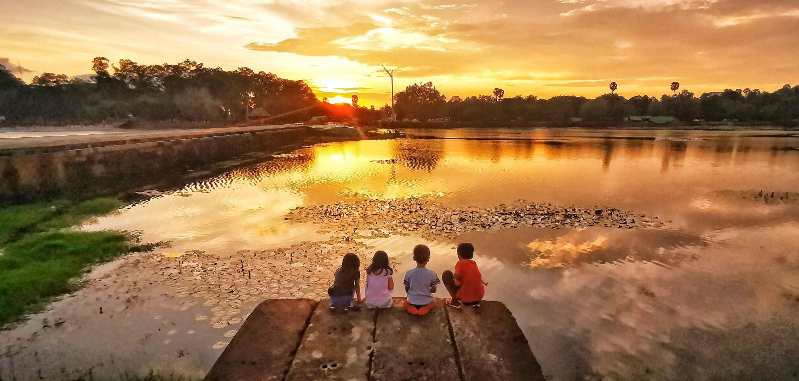 《儿童与夕阳》.jpg