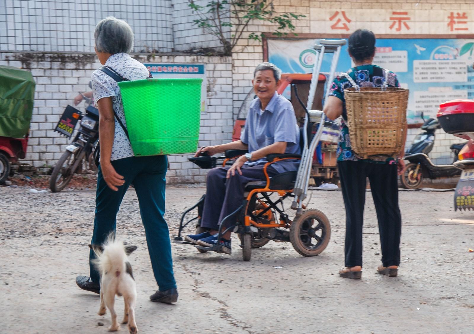《街头偶遇》-2019年8月25日拍于四川富顺李桥镇街头-阳艳-18882004537DSC_7080.jpg