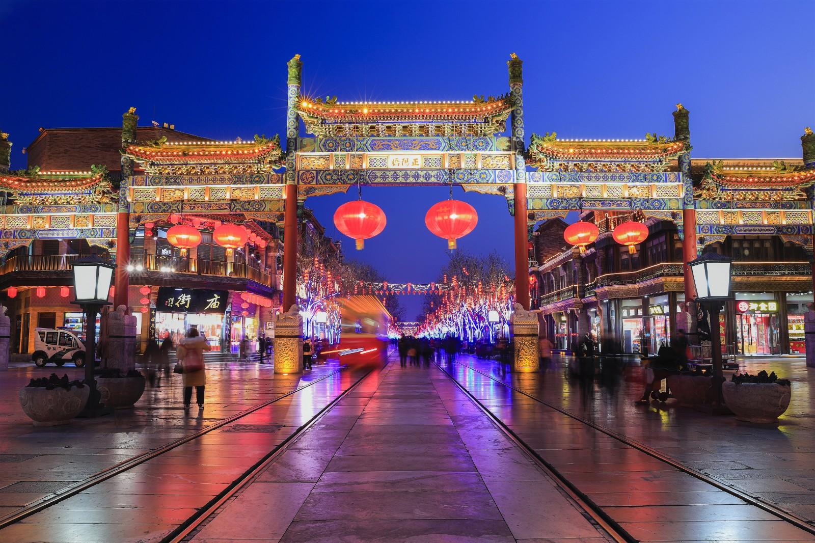 《节日之夜》  王越  13601098050      2020年1月30日拍摄于北京前门大街_副本.jpg