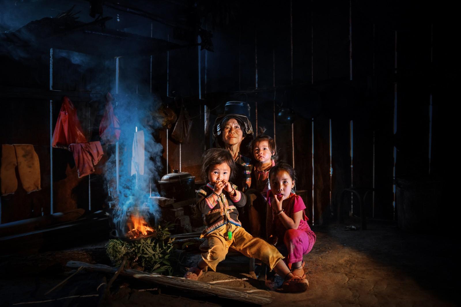 第28届奥地利特伦伯超级摄影巡回展中国展区展出《一家人的守望》.jpg